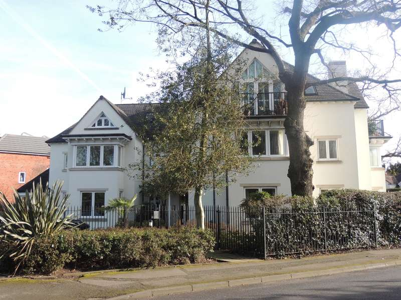 3 Bedrooms Flat for sale in Station Road, Solihull, B93 0ET