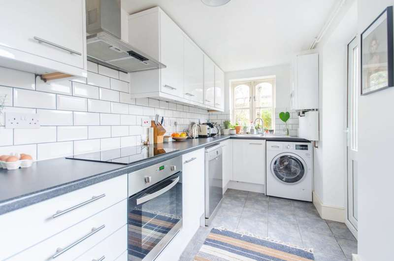 2 Bedrooms Flat for sale in Kings Grove, Peckham, SE15