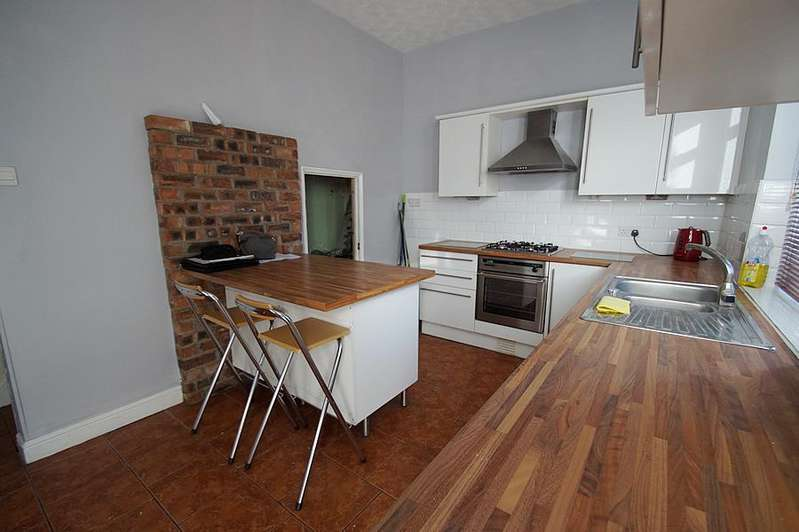 2 Bedrooms End Of Terrace House for sale in Whitegate Lane, Chadderton OL9