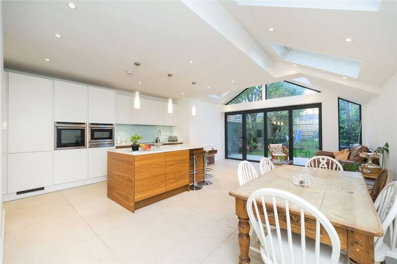 5 Bedrooms Detached House for sale in Norman Avenue, St Margarets,, Twickenham, TW1