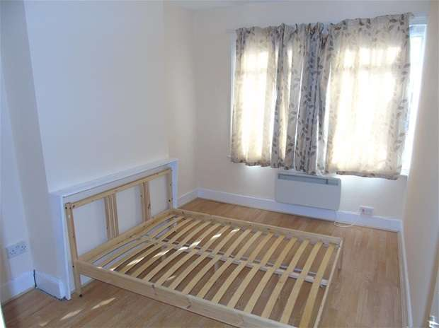 3 Bedrooms Flat for rent in St. Albans Road, Watford