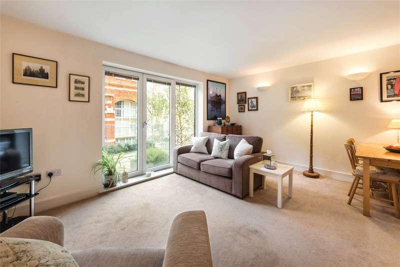 1 Bedroom Flat for sale in Drapers Court, Kingsway Square, Battersea, London, SW11