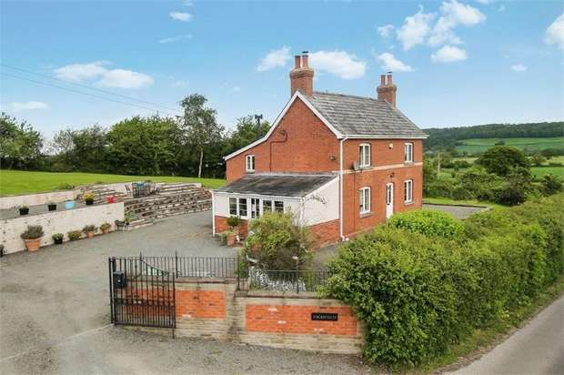 3 Bedrooms Detached House for sale in Wormbridge, Hereford