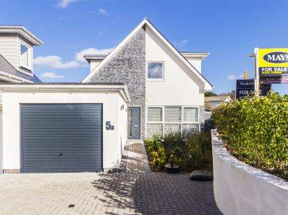 3 Bedrooms Bungalow for sale in Lower Parkstone, Poole, Dorset