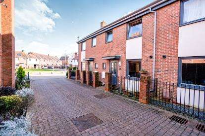 3 Bedrooms Terraced House for sale in Waterlooville, Hampshire