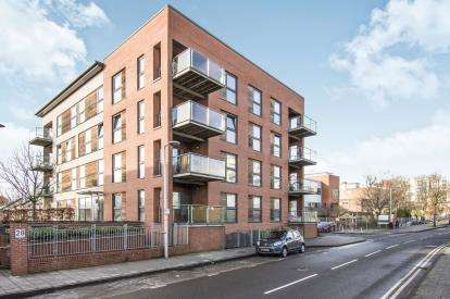 2 Bedrooms Flat for sale in Bell Barn Road, Park Central, Birmingham, West Midlands
