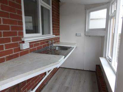 3 Bedrooms Semi Detached House for sale in Ealing Avenue, Basford, Nottingham, Nottinghamshire