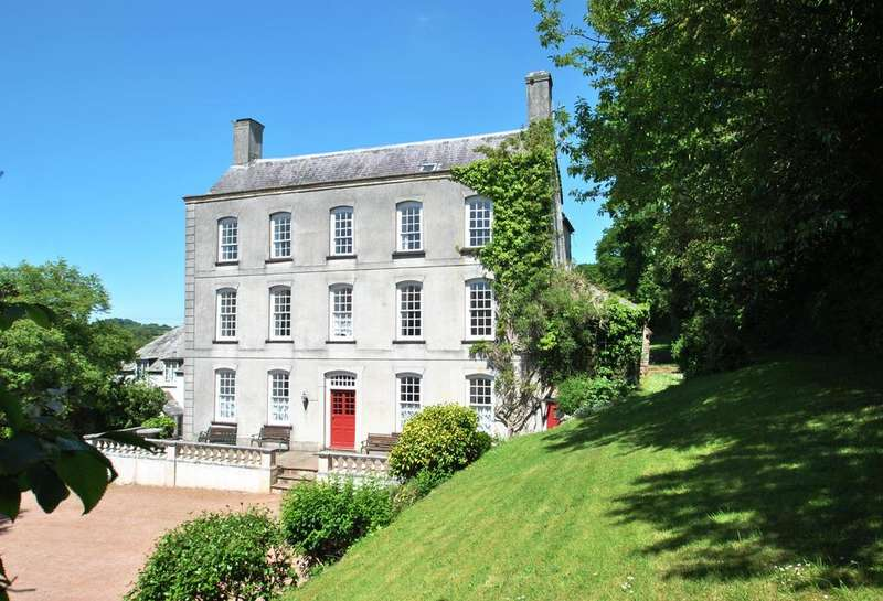 10 Bedrooms Semi Detached House for sale in Great House Street, Timberscombe