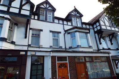 3 Bedrooms Flat for rent in Mostyn Ave, Craig Y Don