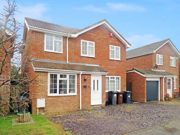 4 Bedrooms Detached House for sale in Howlett Drive, Hailsham, BN27