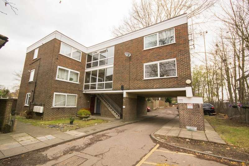 1 Bedroom Ground Maisonette Flat for sale in Chulmleigh Court, Gordon Road, Shenfield, Brentwood, Essex, CM15