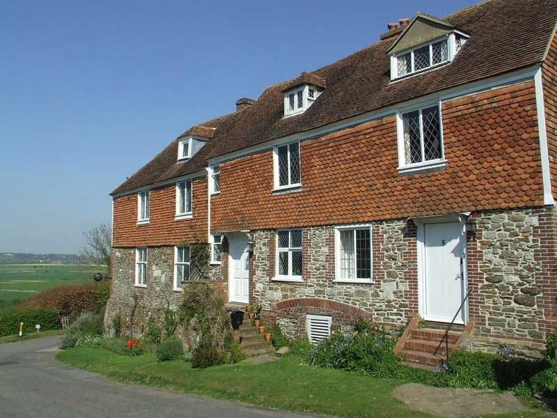 2 Bedrooms Terraced House for sale in Winchelsea, East Sussex TN36 4HL