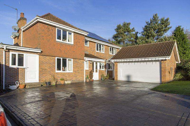 4 Bedrooms Detached House for sale in HERMITAGE COURT, OAKWOOD