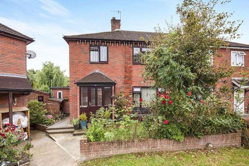 3 Bedrooms Semi Detached House for sale in Oakmead, Tonbridge