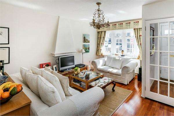 3 Bedrooms End Of Terrace House for sale in Dunsmore Road, WALTON-ON-THAMES, Surrey