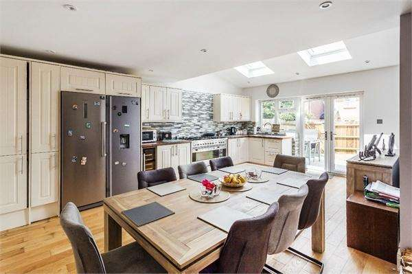 3 Bedrooms Terraced House for sale in Shaw Drive, WALTON-ON-THAMES, Surrey