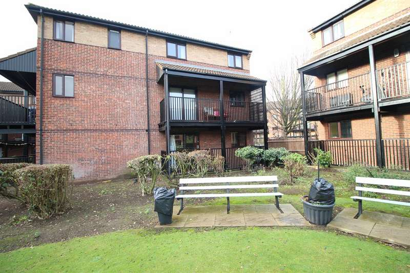 1 Bedroom Flat for sale in Castle Gardens, Lenton