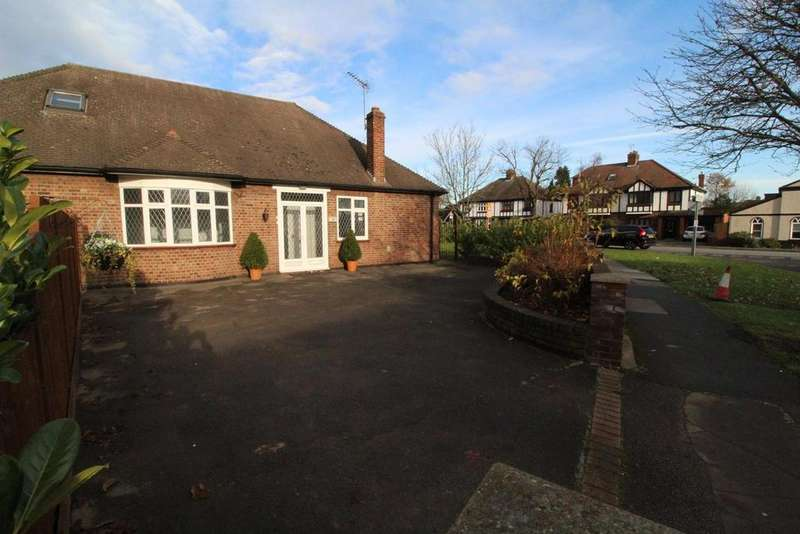 5 Bedrooms Chalet House for sale in Corbets Tey Road, Upminster, Essex, RM14