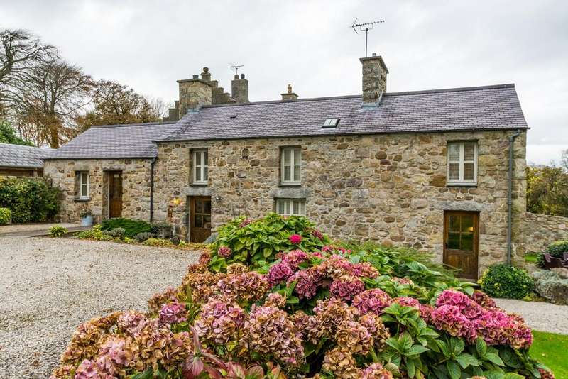 3 Bedrooms Cottage House for sale in Bodafon Country Estate, Mynydd Bodafon, North Wales