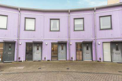 2 Bedrooms Terraced House for sale in The Serpentine, Aylesbury, Bucks, England