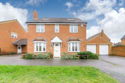 4 Bedrooms Detached House for sale in The Glebe, Clapham, Bedford, Bedfordshire