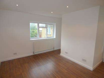 2 Bedrooms Flat for sale in Eleanor Cross Road, Waltham Cross, Hertfordshire
