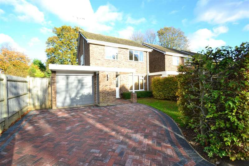 3 Bedrooms Detached House for rent in Bolters Road, Horley