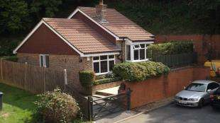 2 Bedrooms Bungalow for sale in Squirrel Ridge, Bricklands, Crawley Down, West Sussex