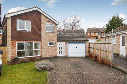 4 Bedrooms Detached House for sale in Fiona Drive, Thurnby, Leicester, Leicestershire