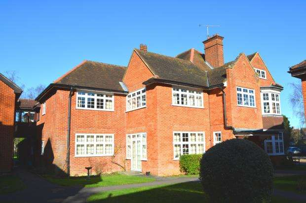 2 Bedrooms Retirement Property for sale in Hook, Hampshire
