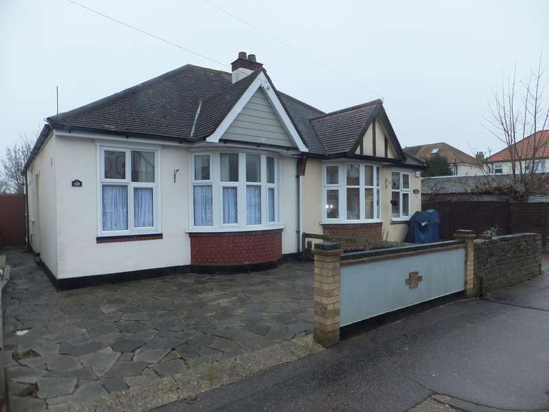 2 Bedrooms Semi Detached Bungalow for sale in Rylands Road, Southend on Sea SS2