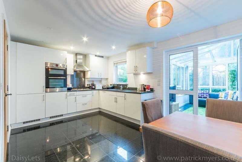 4 Bedrooms Town House for sale in Highwood Close, London, SE22 8NH