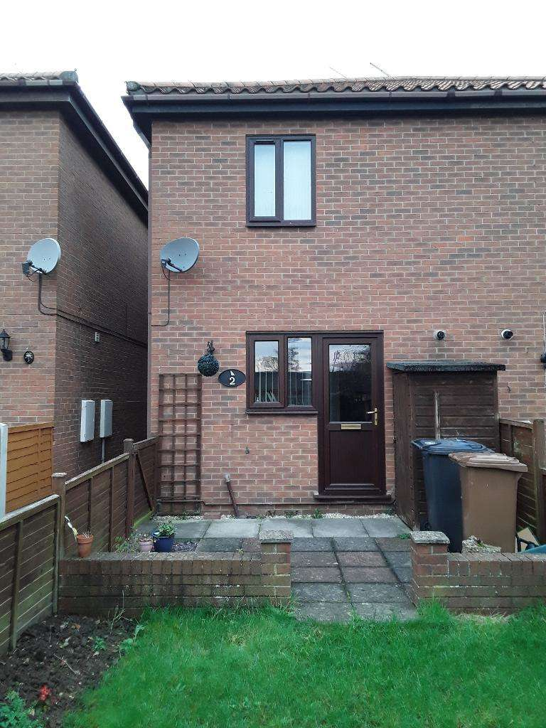 2 Bedrooms Semi Detached House for rent in Tangarth Court, Barton upon Humber, DN18 5QT