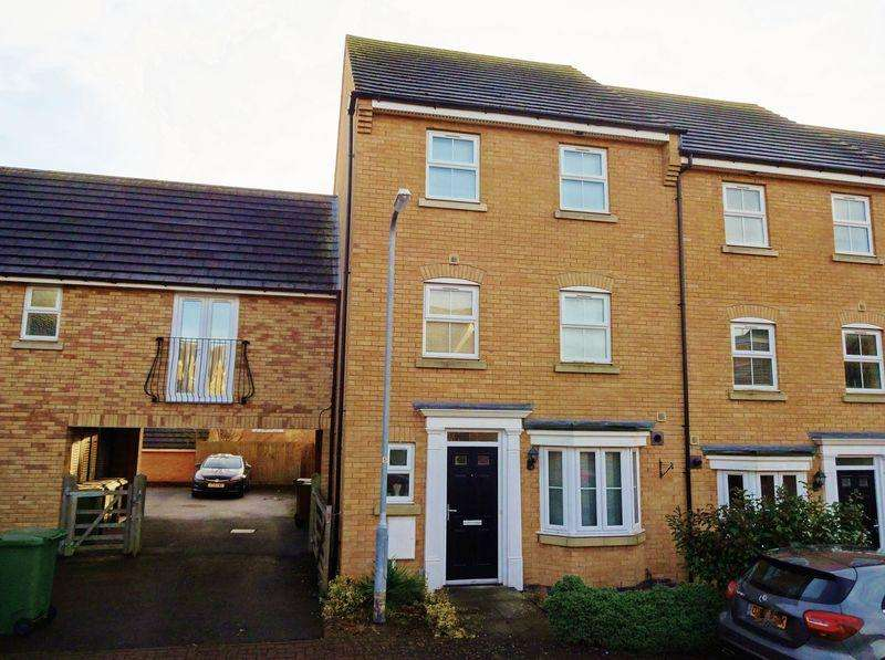 3 Bedrooms End Of Terrace House for sale in Newbury Close, Oakley Vale, Corby