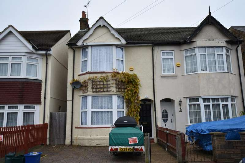 3 Bedrooms Semi Detached House for sale in Camden Avenue, Feltham