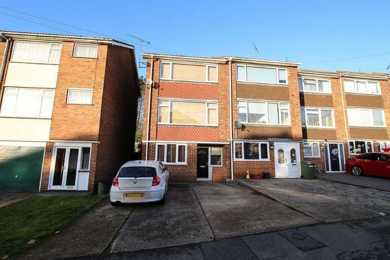 4 Bedrooms End Of Terrace House for sale in Copperfield Gardens, Brentwood