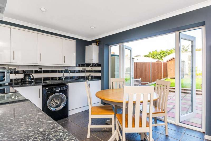 2 Bedrooms House for sale in Mulberry Crescent, Brentford, TW8