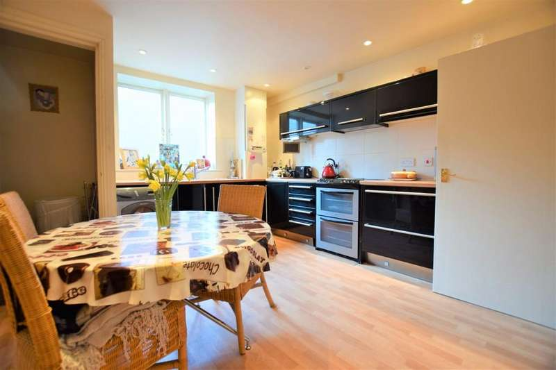 2 Bedrooms Terraced House for sale in West Sandgate, Scarborough