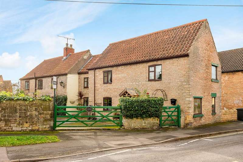 4 Bedrooms Cottage House for sale in Pear Tree Cottage, Whitwell, Worksop