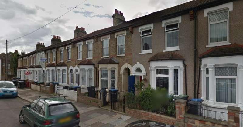 4 Bedrooms Terraced House for rent in Lopen Road N18