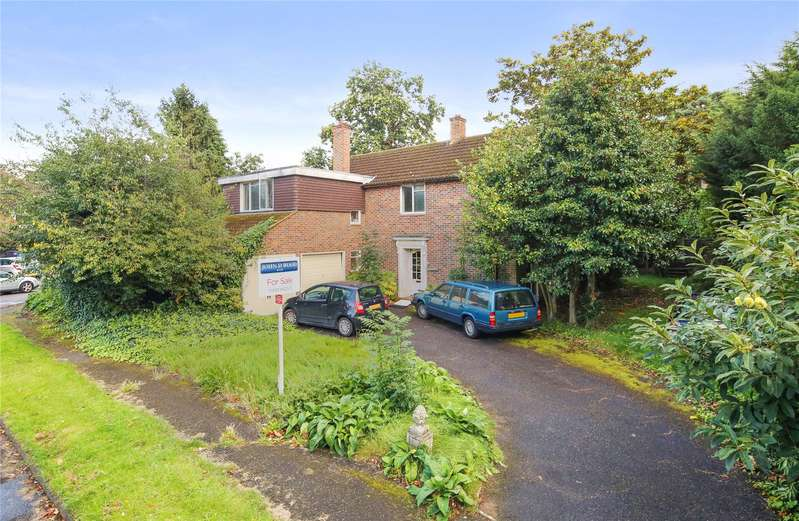 4 Bedrooms Detached House for sale in Woodland Grove, Weybridge, Surrey, KT13