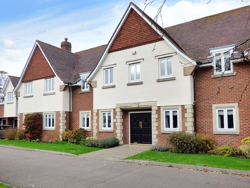 3 Bedrooms Apartment Flat for sale in Cleeves Way, Rustington, West Sussex, BN16