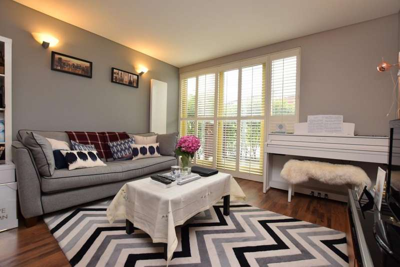 1 Bedroom Flat for sale in West Parkside Greenwich SE10