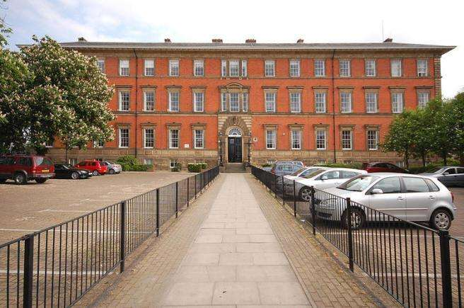 2 Bedrooms Flat for rent in COUNTY HOUSE, MONKGATE, YORK, YO31 7NS