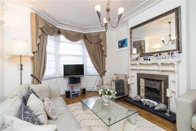 3 Bedrooms Flat for rent in Kingscote Road, London, W4