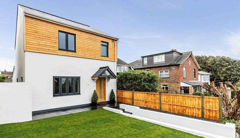 4 Bedrooms Detached House for sale in Drayton Lane, Portsmouth