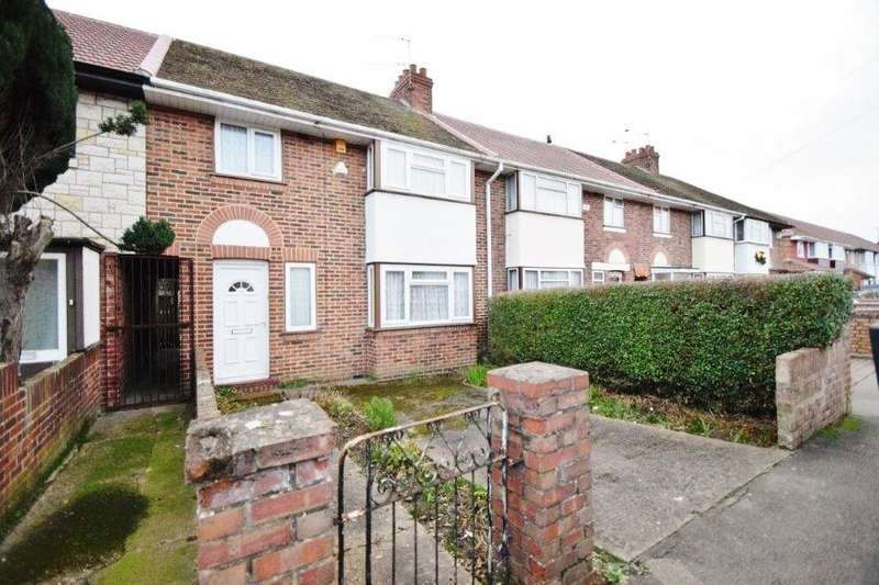 3 Bedrooms Terraced House for sale in Warwick Avenue, Slough, SL2