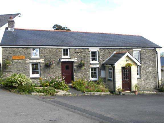 4 Bedrooms Cottage House for sale in Llanybydder