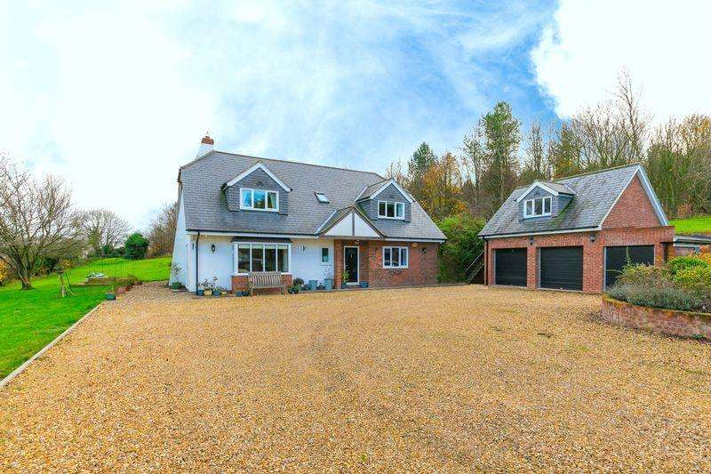 5 Bedrooms Detached Bungalow for sale in Whipsnade Road, Dunstable