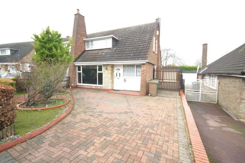 3 Bedrooms Semi Detached House for sale in Bunyans Close, Luton